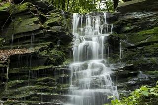 waterfall-800055_640.jpg